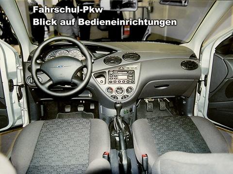 Fahrschulwagen, Doppelbedienung der Pedale