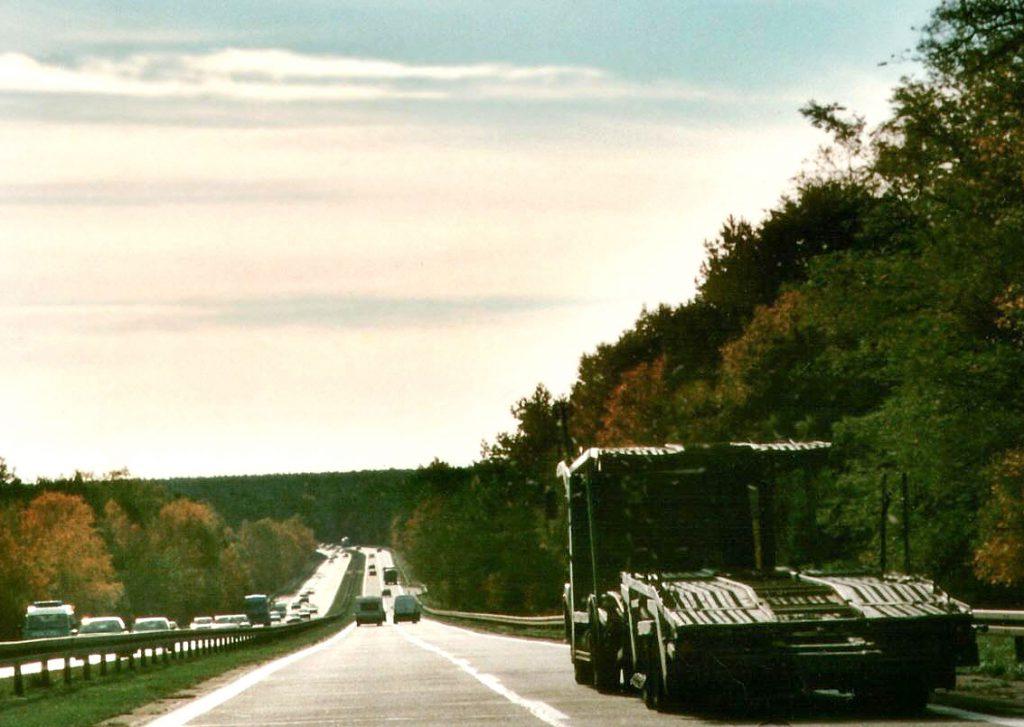 Autobahn bergab, Lkw überholen - für viele Paniker Angst auslösende Situation