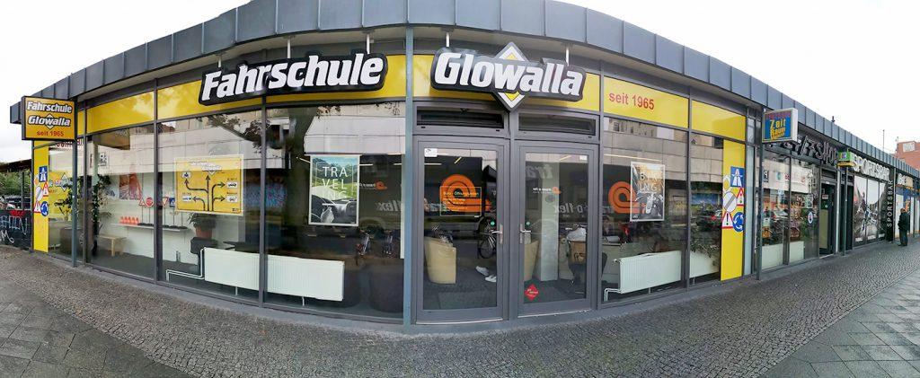 Die Fahrschule Glowalla. Kontakt zur Angsthasenfahrschule: Die Angsthasenfahrschule befindet sich in der Fahrschule Glowalla, Saalestr. 82, 12055 Berlin, im Bezirk Neukiölln.