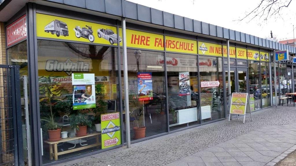 Fahrschuile Glowalla GmbH, das offizielle Firmenbild auf der Homepage. Mit frdl. Genehmigung des verantwortlichen Leiters, Cesur Özdal.
