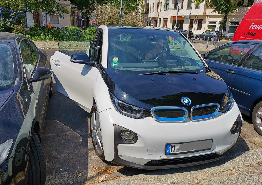 Carsharing Auto BMW i3, Elektrischer Antrieb, Automatik-Schaltung, am Steuer die Autorin